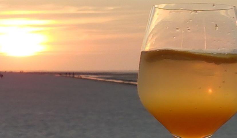 Glas im Sonnenuntergang, © Die Nordsee GmbH, Carolin Wulke