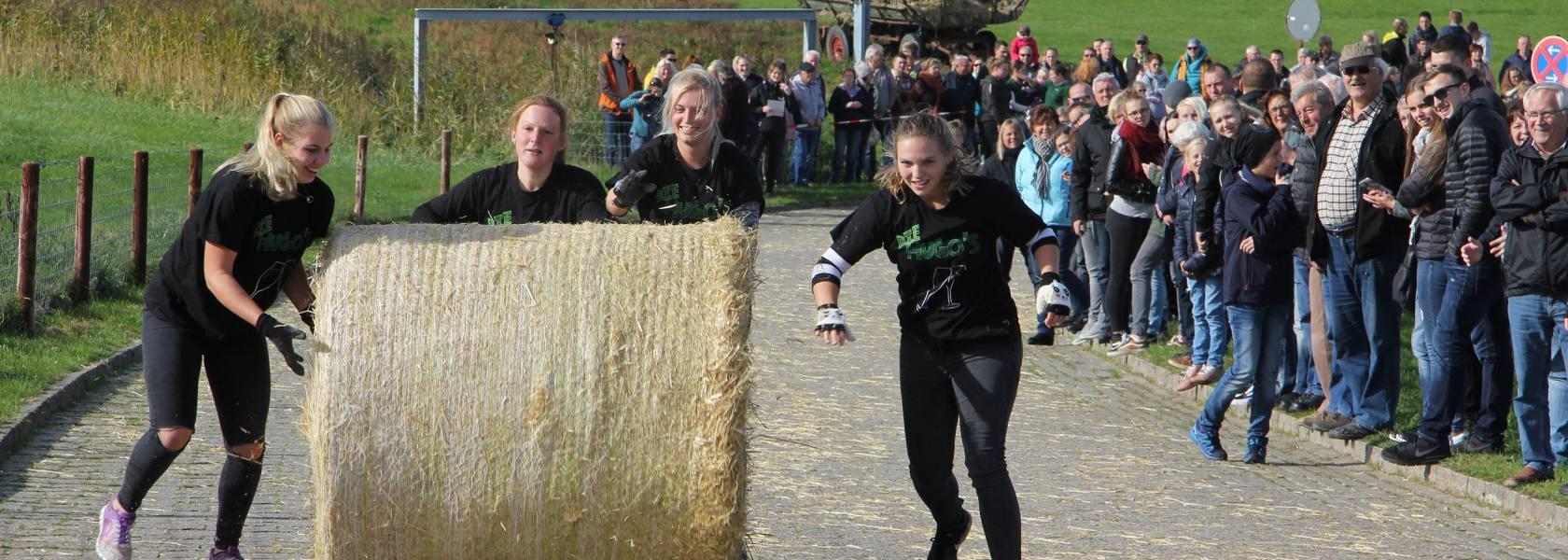 Strohballen-Rollmeisterschaft in Dornumersiel, © Tourismus GmbH Gemeinde Dornum