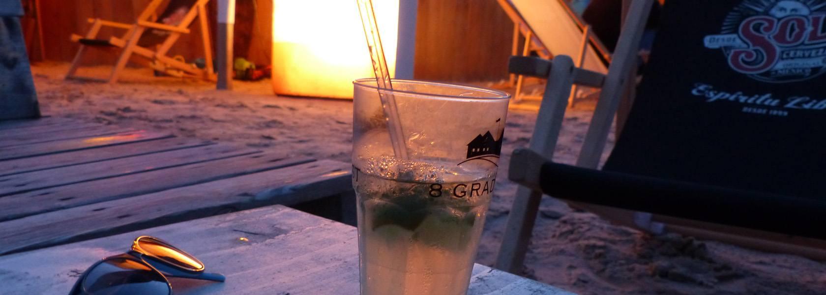 Glas in Strandbar, © Die Nordsee GmbH, Birte Kreitz
