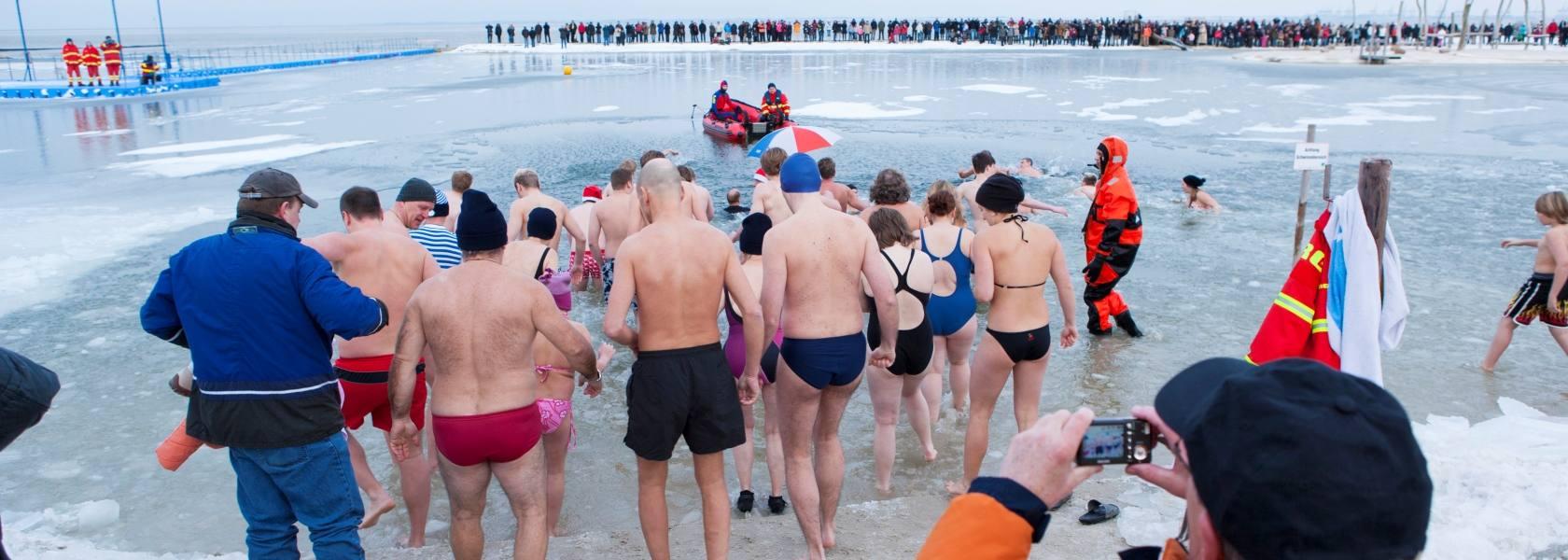 Neujahrsschwimmen in Butjadingen, © www.butjadingen.de / Fotograf: Thomas Hellmann