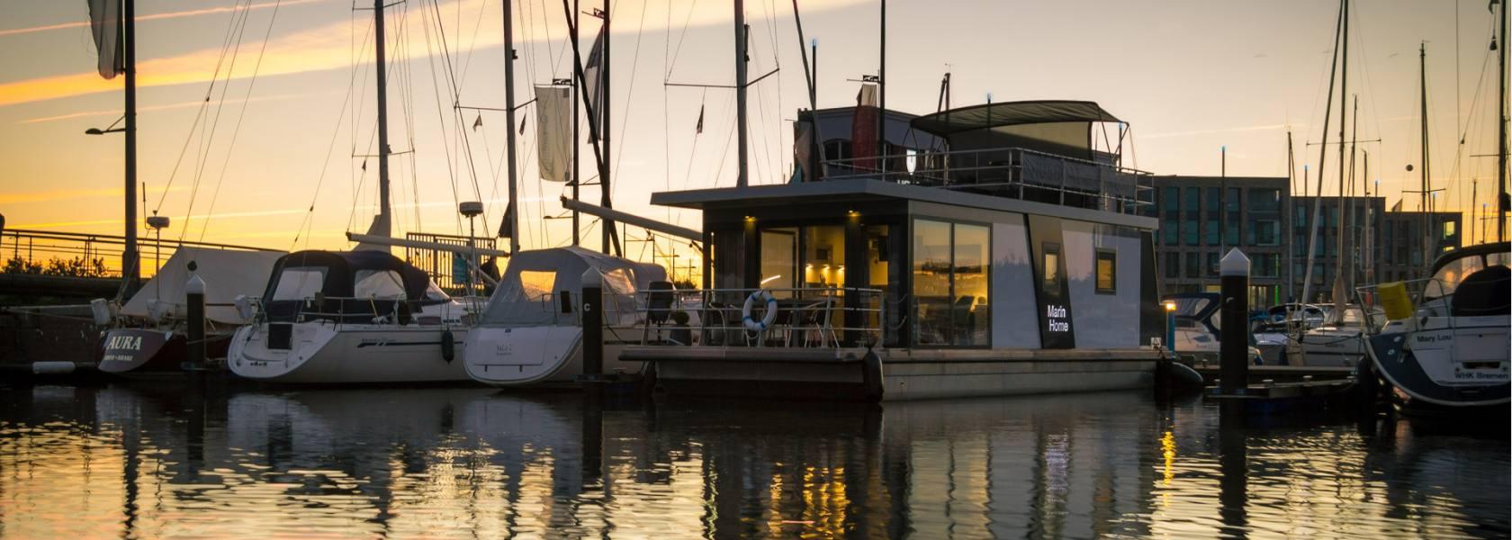 Hausboot im Fischereihafen, © Husboat erleben GbR