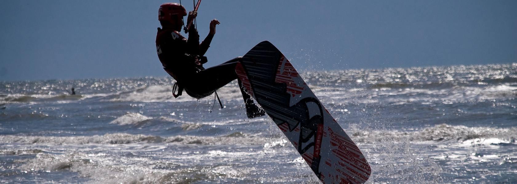 Kiter beim Sprung, © crimson - fotolia.com