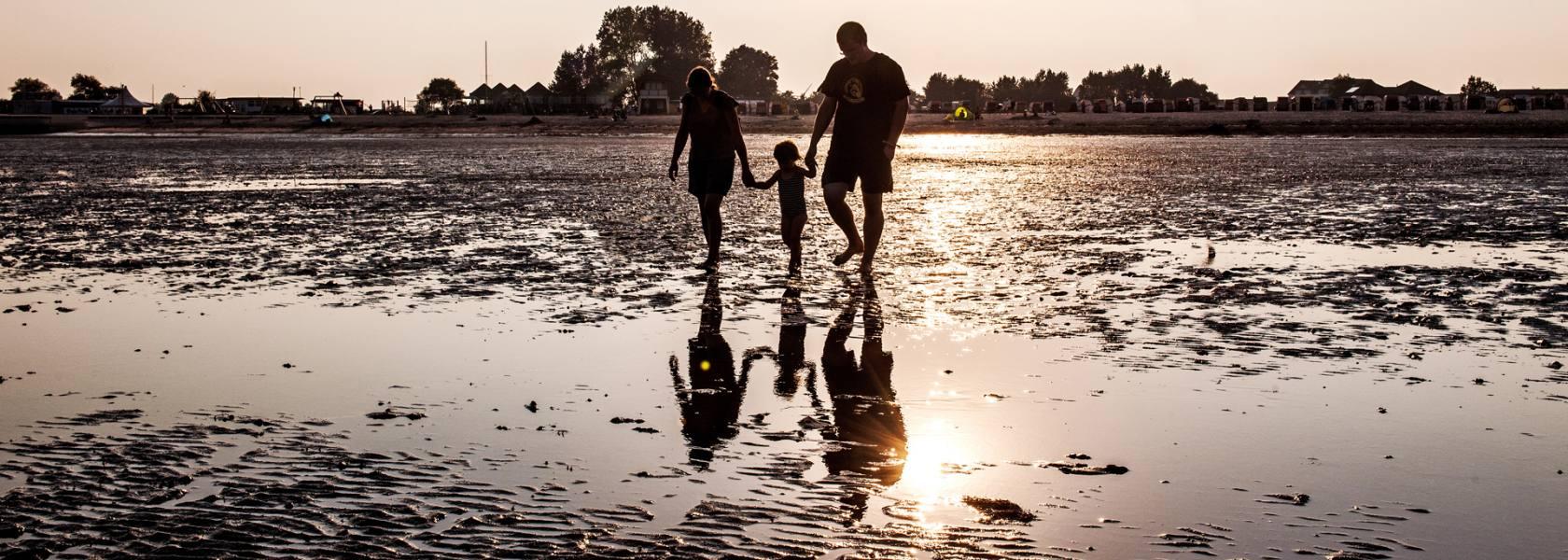 Familie im Watt, © Florian Trykowski