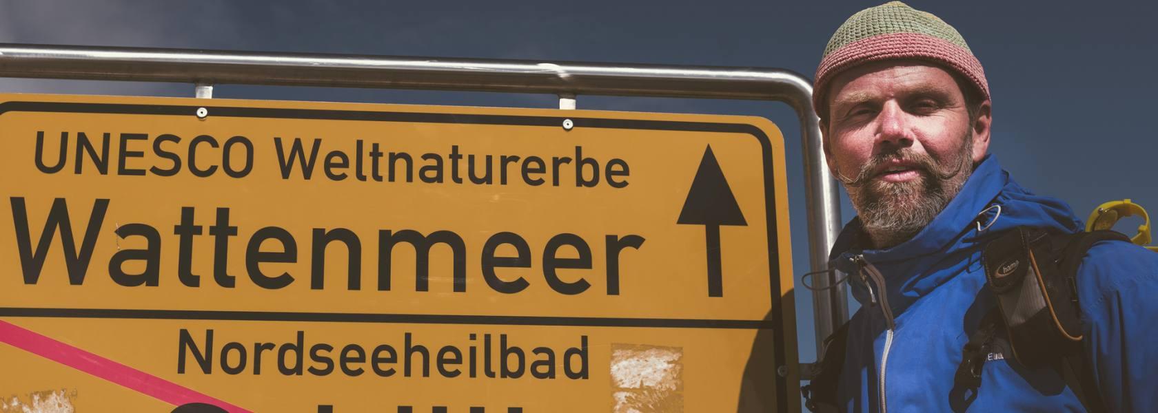 """Der """"Wattkerl"""" Arno Eckhoff führt Interessierte durch das Wattenmeer vor Schillig, © Wangerland Touristik"""